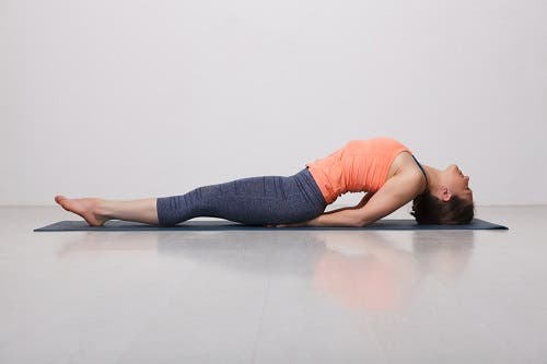 cancer du sein 4 exercices de yoga b n fiques. Black Bedroom Furniture Sets. Home Design Ideas